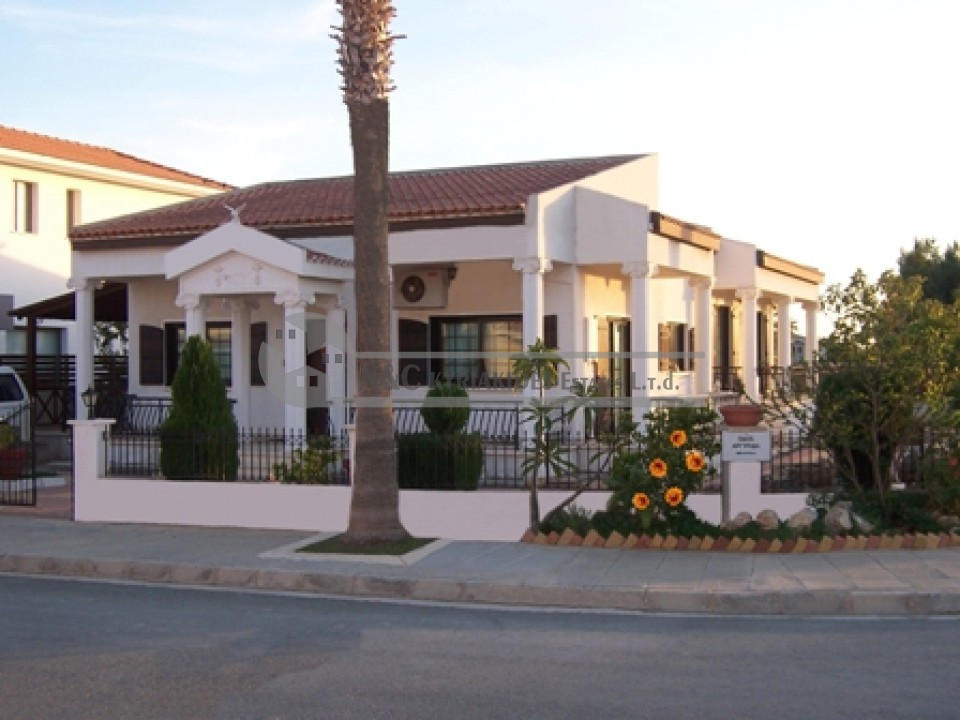 Photo #1 Bungalow for rent in Cyprus, Pyla